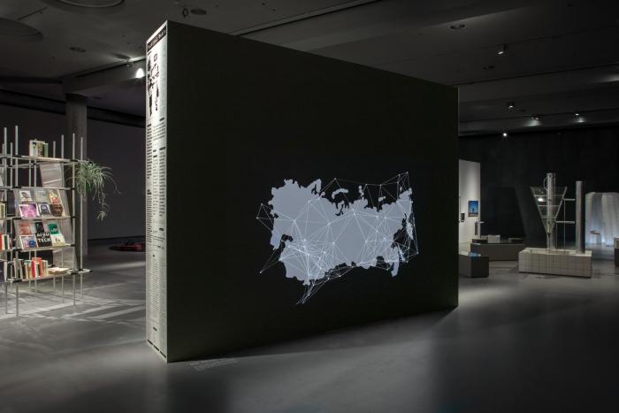 Ausstellungsansicht After Scarcity von Bahar Noorizadeh. Foto Luca Girardini, CC NC-SA 4.0
